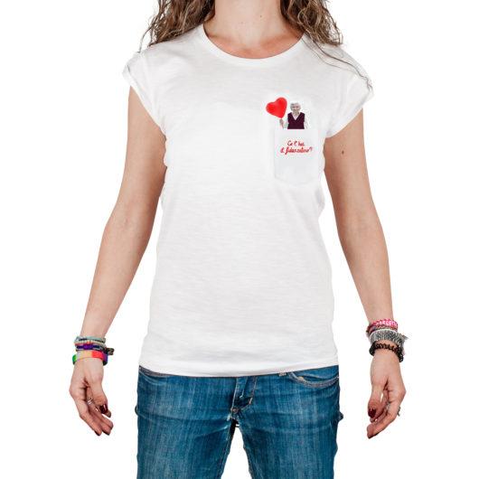 T-Shura femmina cocca di nonna - maglietta con frase nonna nel taschino Ce'hai il fidanzatino? ricamata in rosso t-sciura le magliette con i consigli dei nonni