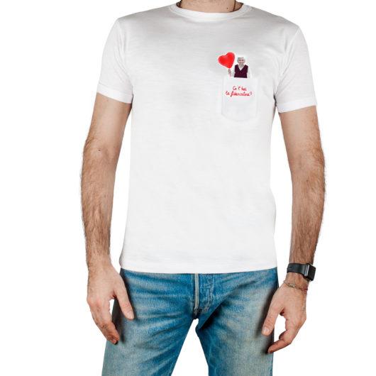 T-Shura maschio cocco di nonna - maglietta con frase nonna nel taschino Ce'hai la fidanzatina? ricamata in rosso t-sciura