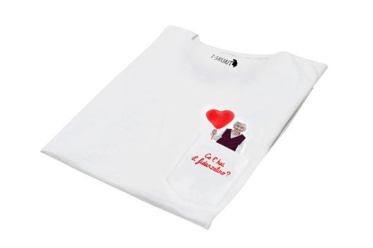 """T-Shura di lato - t-shirt con nonna con palloncino rosso a forma di cuore, maglietta con frase """"Ce l'hai il fidanzatino?"""" domanda tipica nonna"""""""