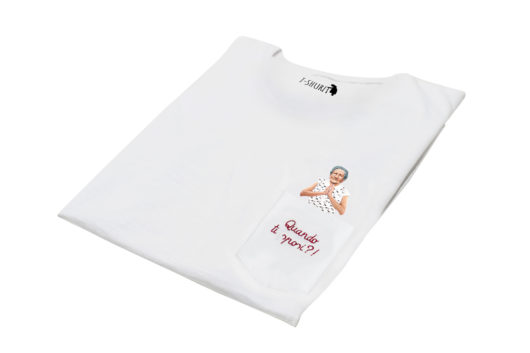 """T-Shura di lato - t-shirt con nonna che prega che ti sposi, maglietta con frase """"Quando ti sposi?"""" domanda tipica nonna"""""""