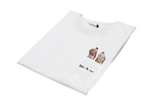"""T-Shura di lato - t-shirt con nonni che vanno al cantiere o in balera o a giocare a briscola, maglietta con frase anziani """"Oplà Oissa"""""""